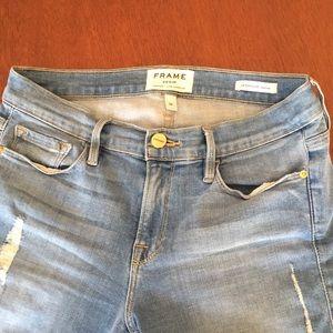 Frame le skinny de Jeanne distressed size 28 jean